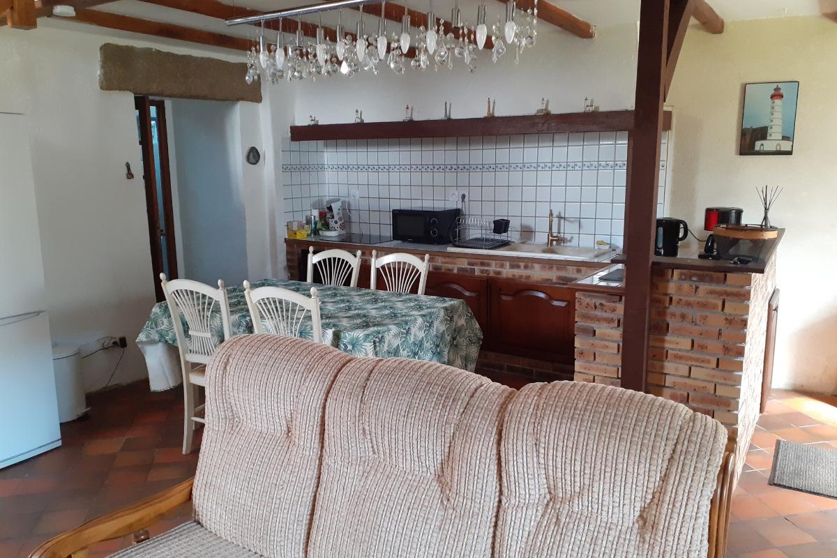 cuisine équipée avec four, plaque induction, lave vaisselle, Senseo, cafetière - Location de vacances - Plouarzel