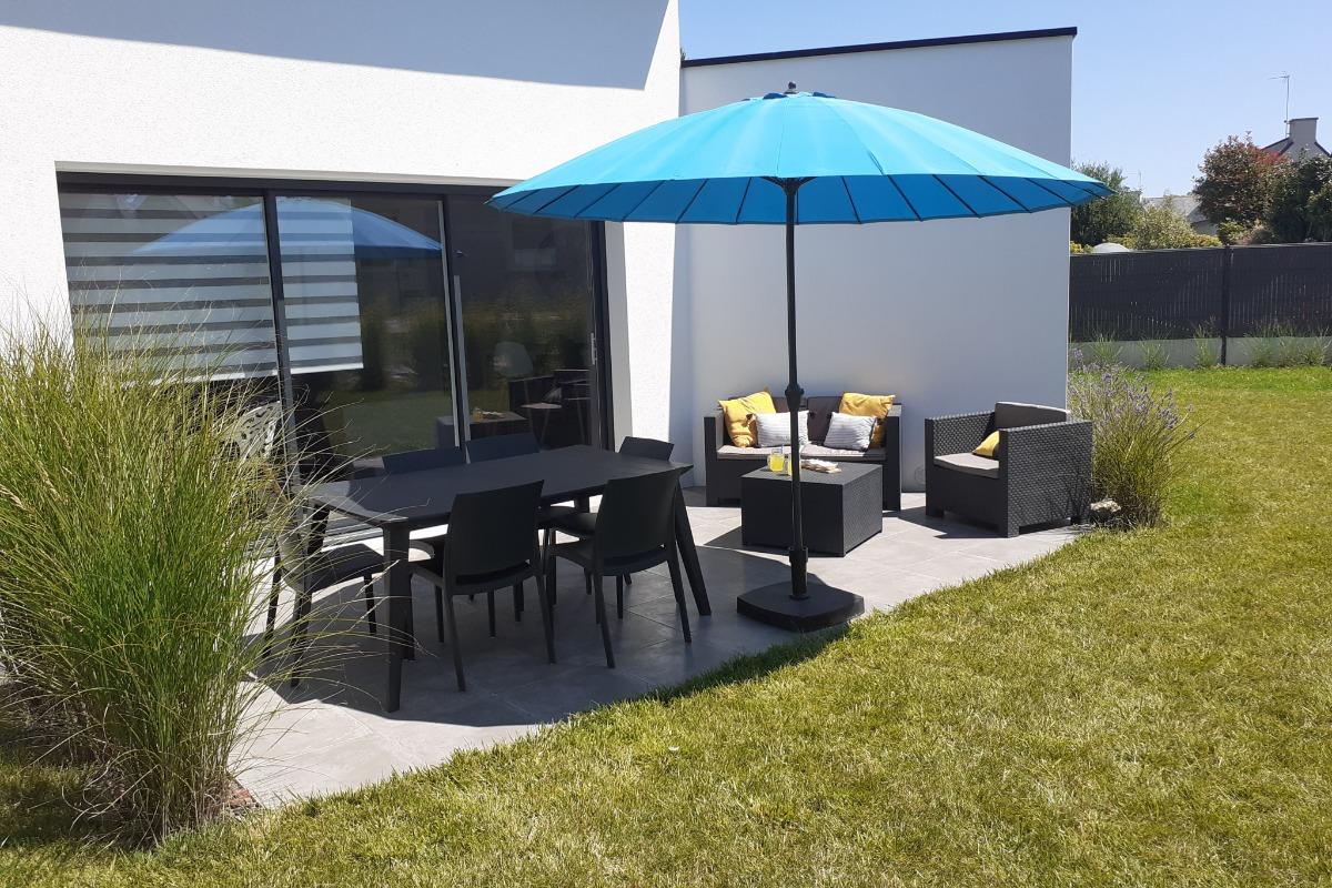 Terrasse avec salon de jardin - Location de vacances - Fouesnant