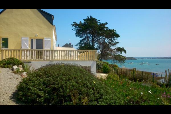 Vue de la maison depuis la mer - Location de vacances - Roscanvel