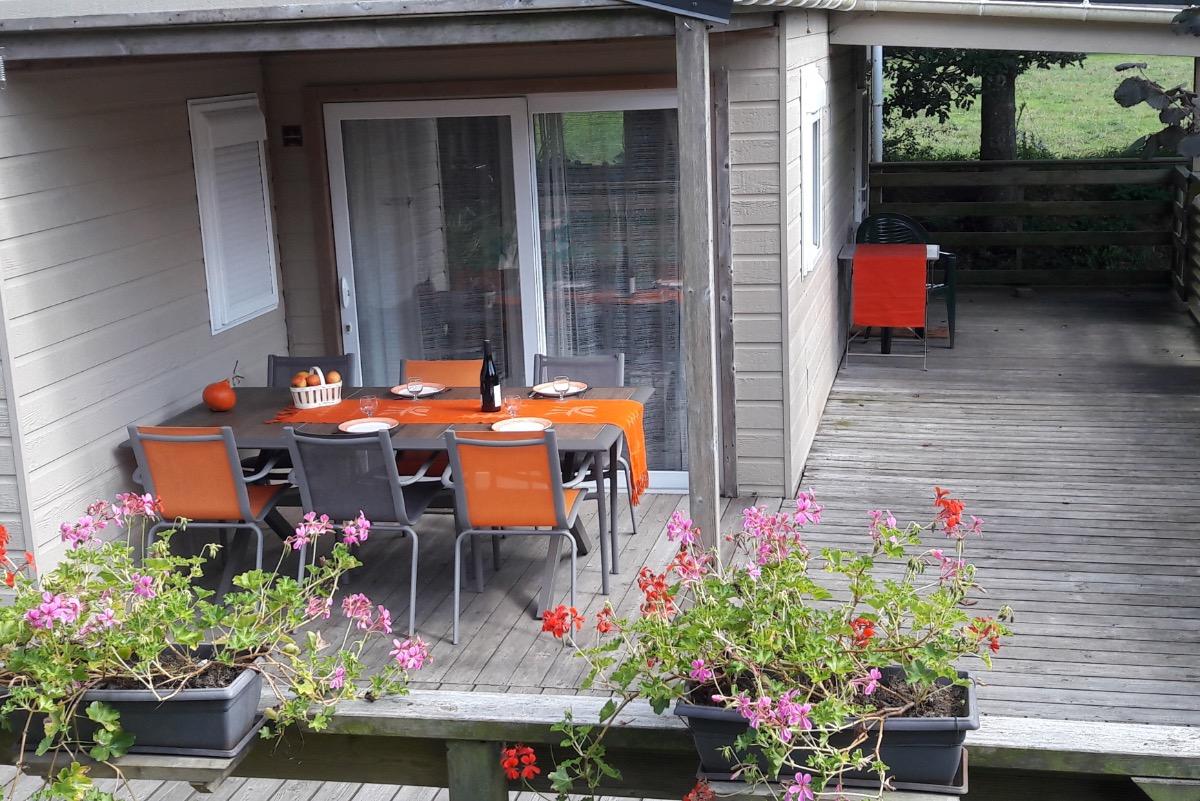 Terrasse ensoleillée et spacieuse. - Location de vacances - Plabennec