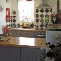 CUISINE OUVERTE SUR SEJOUR - Location de vacances - Carantec