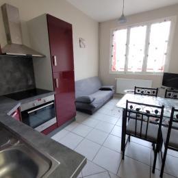 cette appartement dispose d'un coin cuisine salon, d'une chambre, d'une salle d'eau wc. - Location de vacances - Néris-les-Bains