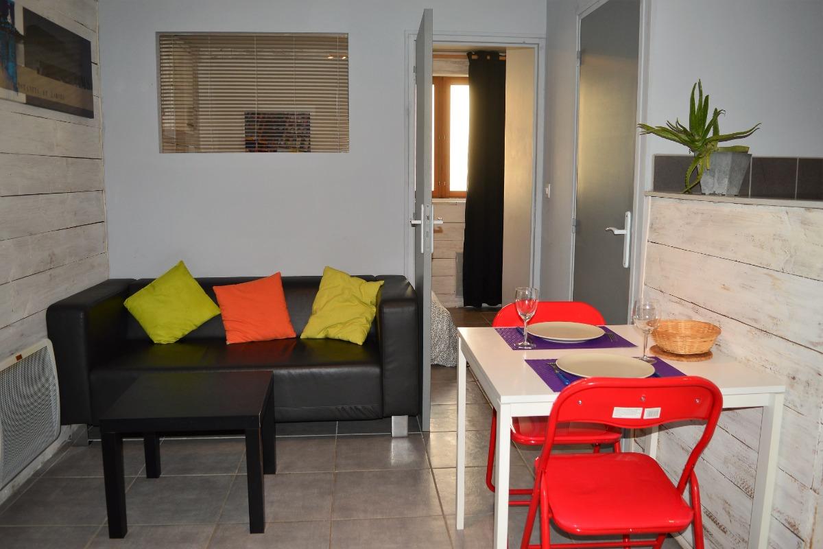 Résidence Les Volets Bleus, appartement n°1 location de meublés à Néris-les-Bains à 150m des thermes - Location de vacances - Néris-les-Bains