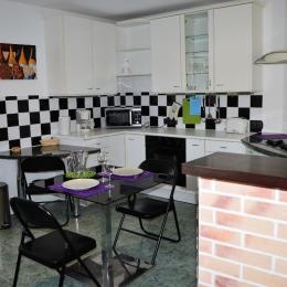 Résidence Les Volets Bleus - Appt n°3 location de meublés à Néris-les-Bains à 150m des thermes - Location de vacances - Néris-les-Bains