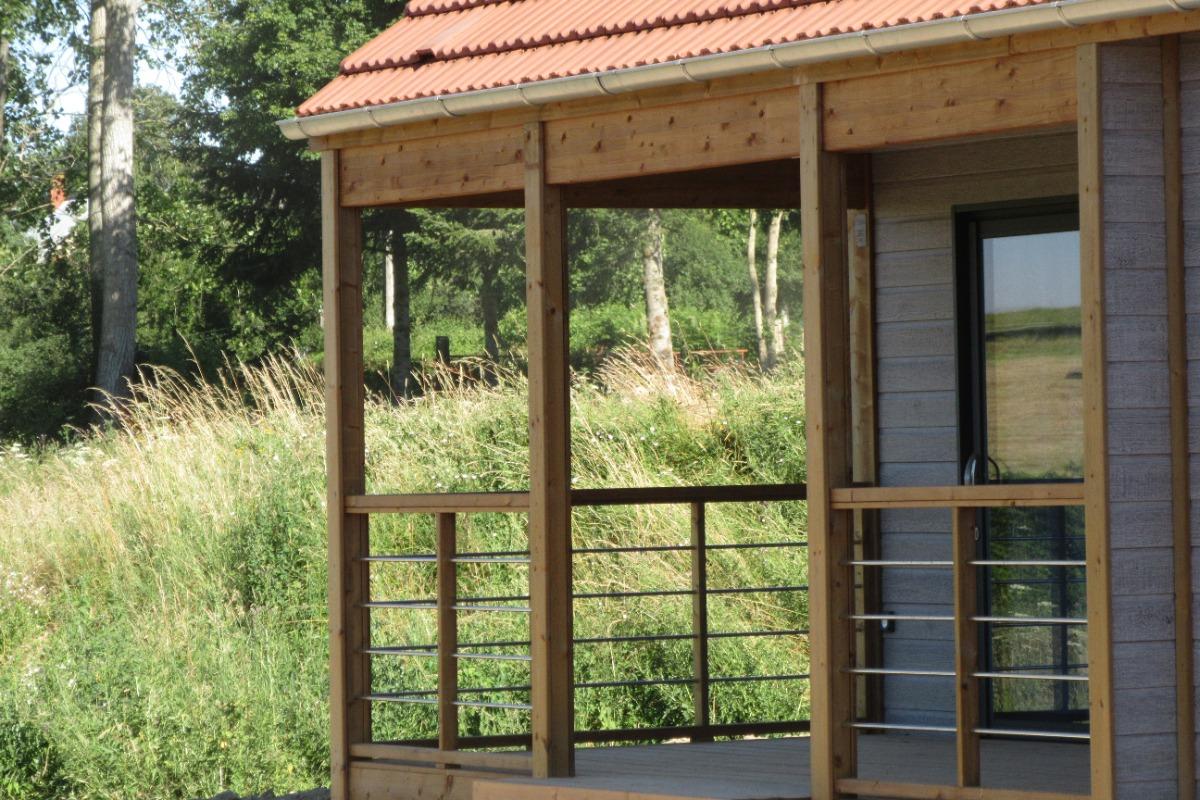 Chalets des Chézeaux  idéal en famille ou entre amis, pêche, en Allier Auvergne Terrasse côté prairie - Location de vacances - Rocles