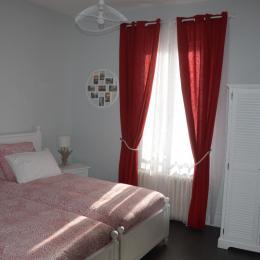 Maison meublée Bichy - A Vichy maison idéale pour cure thermale, vacances ou séjours sportifs - Chambre avec 2 lits - Location de vacances - Vichy