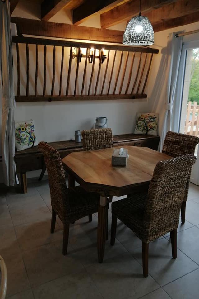 La salle à manger du gîte de l'Étable - Location de vacances - Toulon-sur-Allier