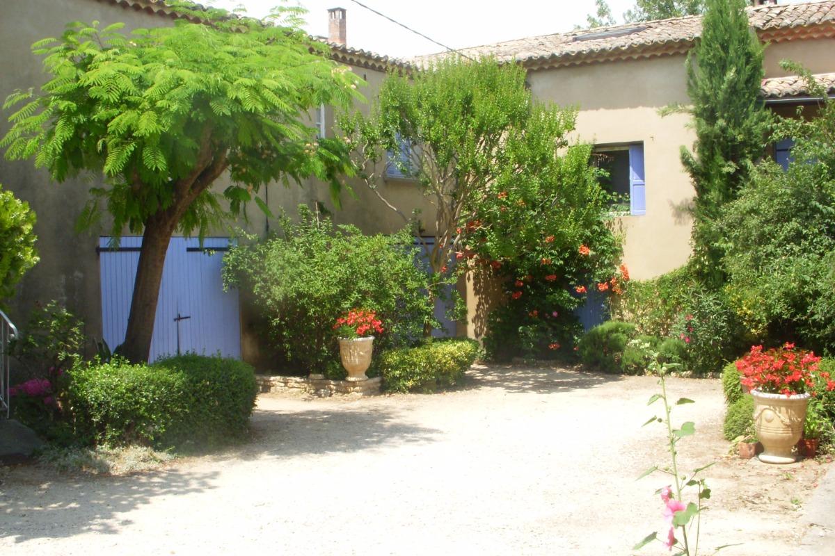 cour intérieure - Location de vacances - Saint-Julien-de-Peyrolas