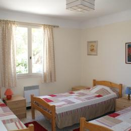 chambre 2  - Location de vacances - Vauvert