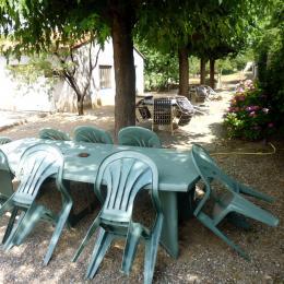 Salons de jardin ombragés - Location de vacances - Lézan