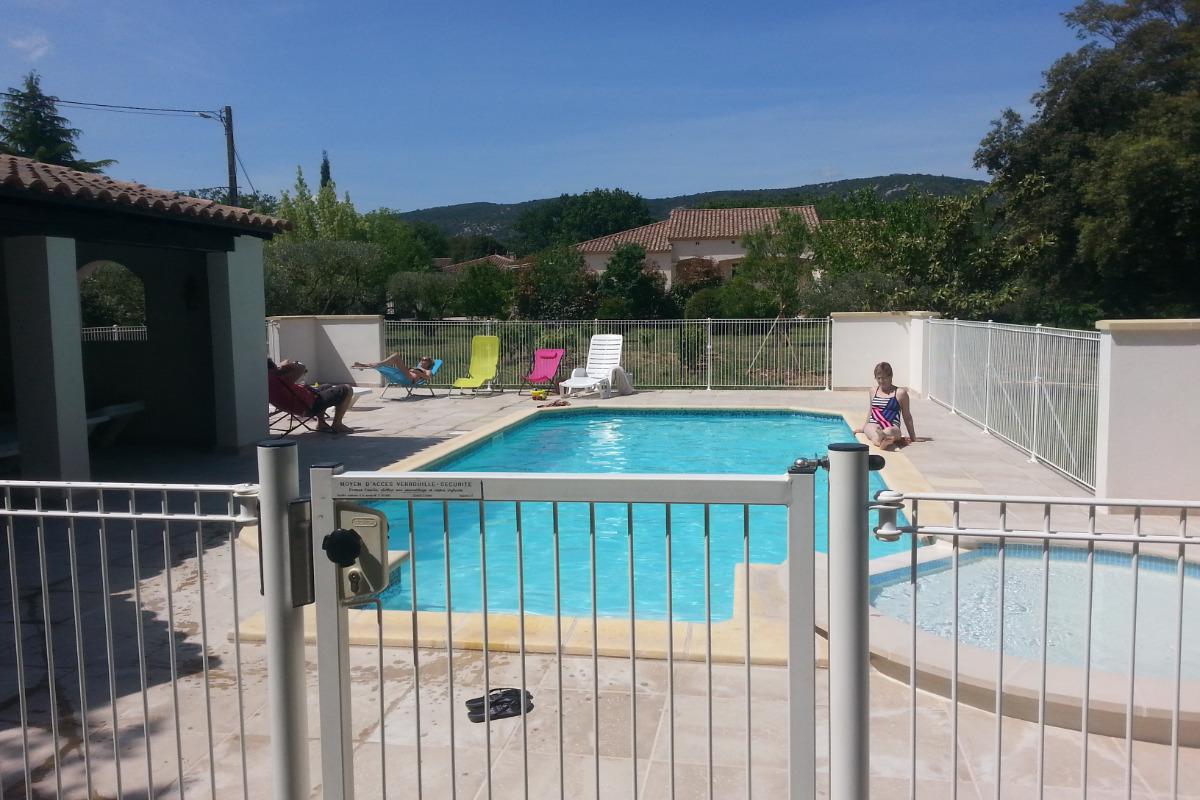 Piscine + Pateaugeoire sécurisées - Location de vacances - Quissac