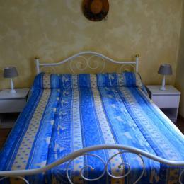 Chambre avec lit 140 - Location de vacances - Quissac