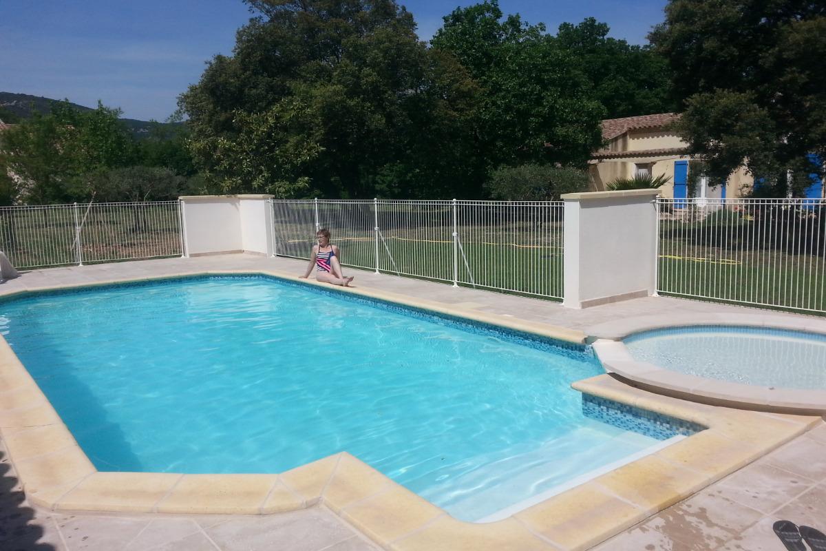 Vue de la piscine - Location de vacances - Quissac