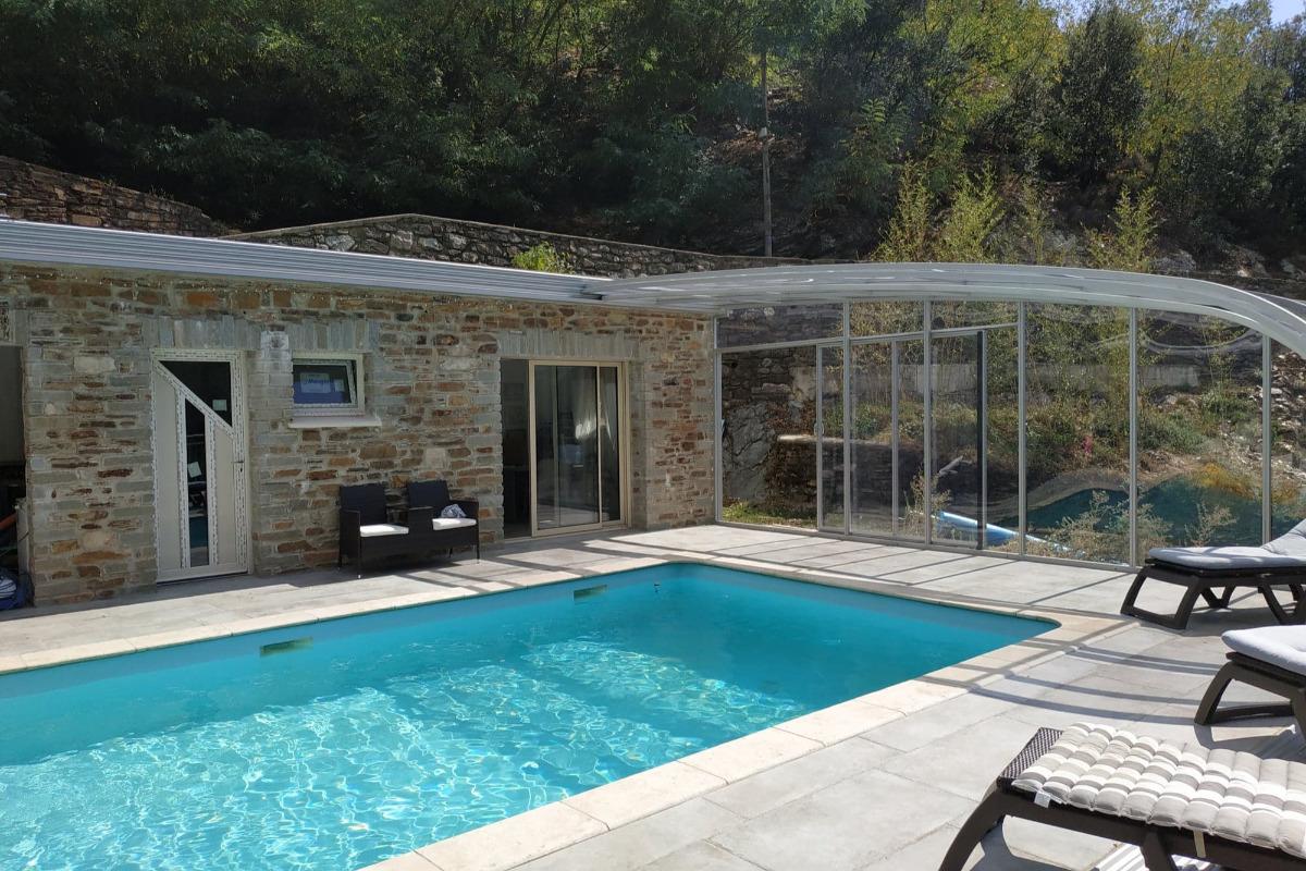 piscine couverte - Location de vacances - Saumane
