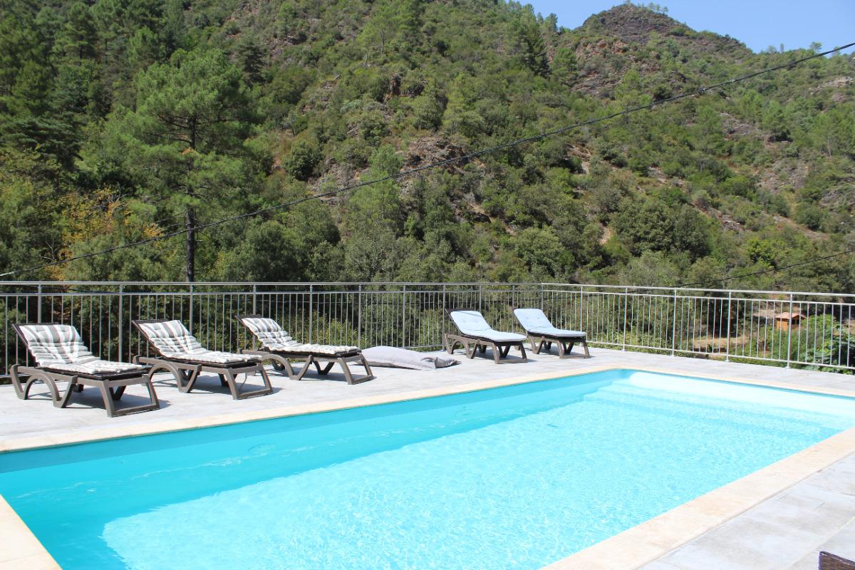 piscine chauffée  - Location de vacances - Saumane