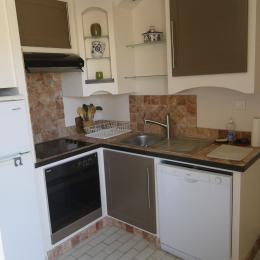 La cuisine et le lave vaisselle - Location de vacances - Nîmes