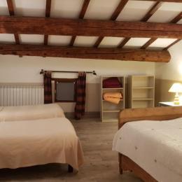 grande chambre sud - Location de vacances - Saint-Victor-la-Coste