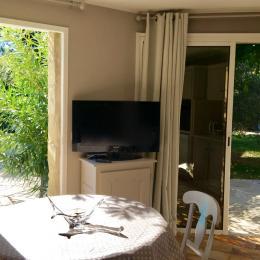 vue jardin et piscine - Location de vacances - Montaren-et-Saint-Médiers