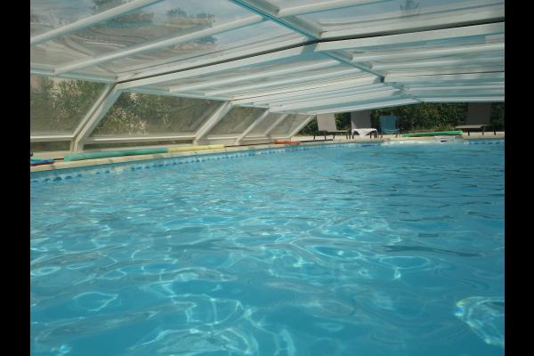 on peut aussi se baigner  en cas de mistral sous l'abri amovible  - Location de vacances - Villeneuve-lès-Avignon