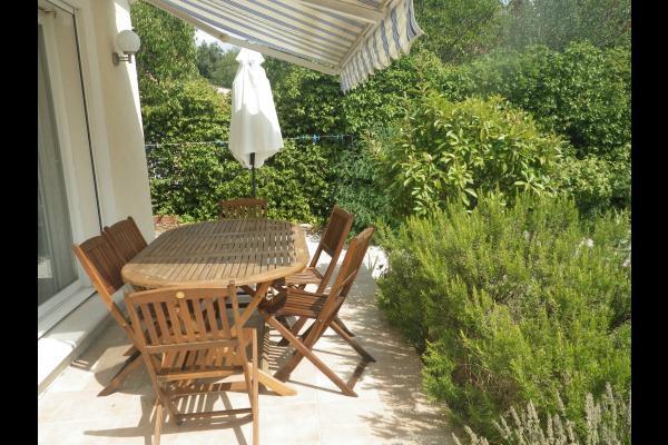 la terrasse et son romarin  - Location de vacances - Villeneuve-lès-Avignon