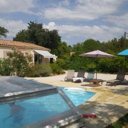 la piscine et le jacuzzi  - Location de vacances - Villeneuve-lès-Avignon