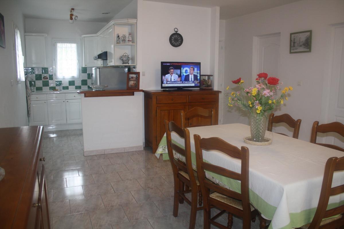 la salle à manger - Location de vacances - Saint-Julien-de-Cassagnas
