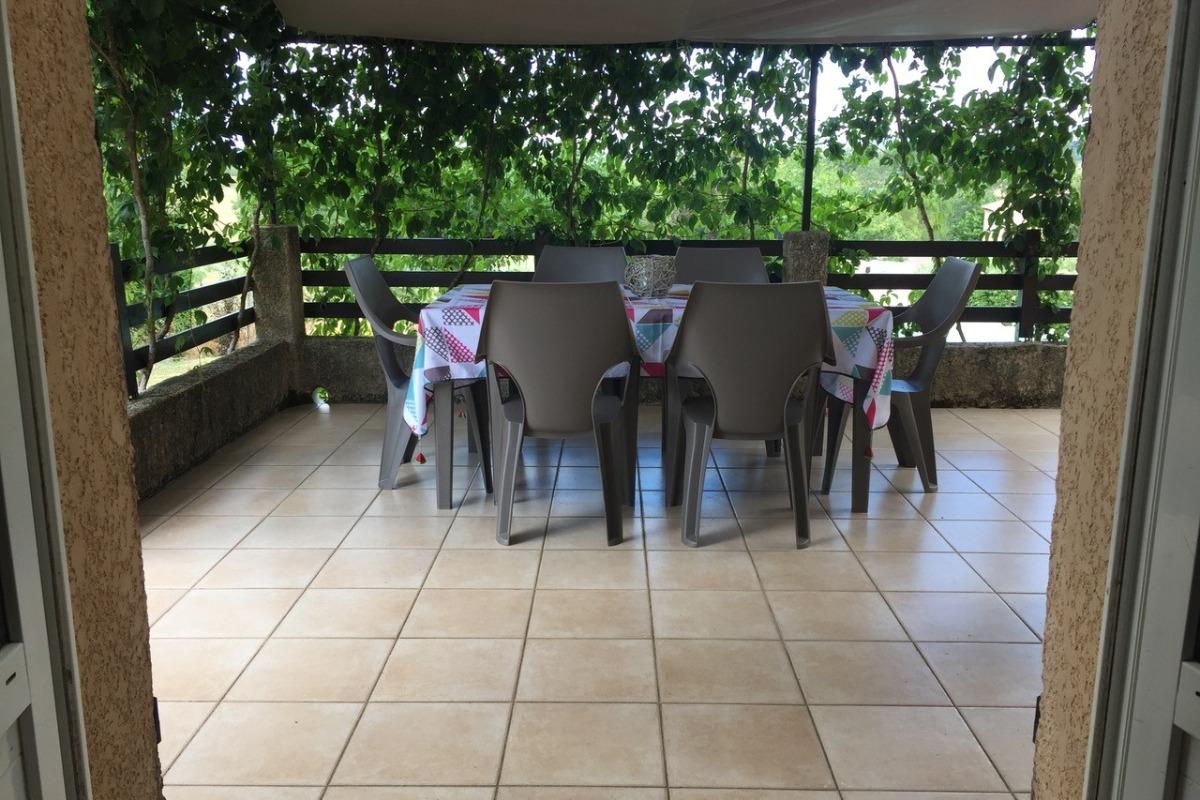 Terrasse ombragée - Location de vacances - Rousson