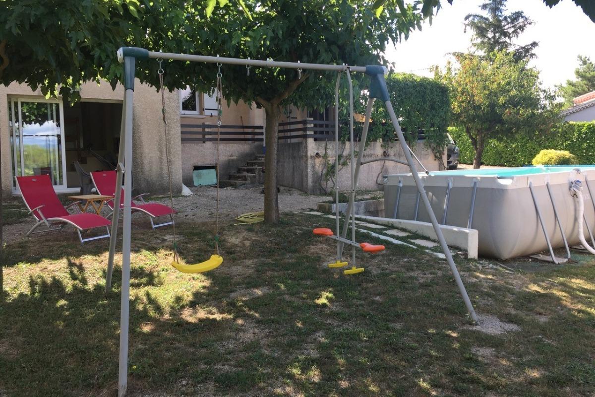 Balançoire, barbecue, piscine - Location de vacances - Rousson