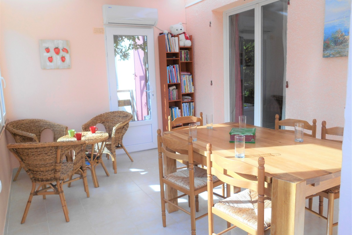 La salle de séjour avec cuisine au top - Location de vacances - Saint-Clément