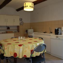 Chambre avec lit 140 et salle d'eau - Location de vacances - Bouquet