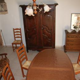 Chambre avec 3 lits de 90 et hall d'entrée   - Location de vacances - Bouquet