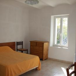 Chambre 2 lits de 90  - Location de vacances - Bouquet