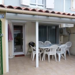 Terrasse avec barbecue et clim - Location de vacances - Le Grau-du-Roi