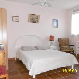 chambre vue sur jardin - Location de vacances - Aigues-Mortes