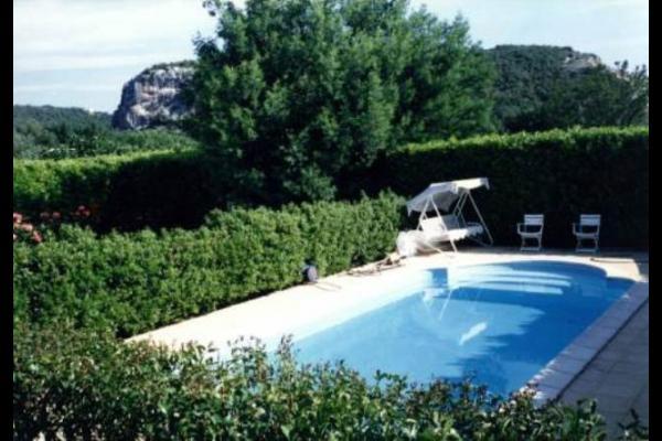 Piscine à partager avec le gîte Les Mimosas - Location de vacances - Tornac