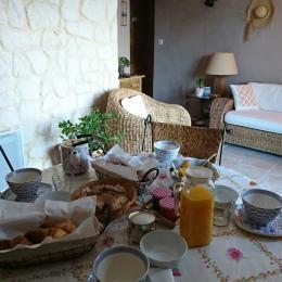 Pièce détente - Petit déjeuner - Chambre d'hôtes - Montagnac