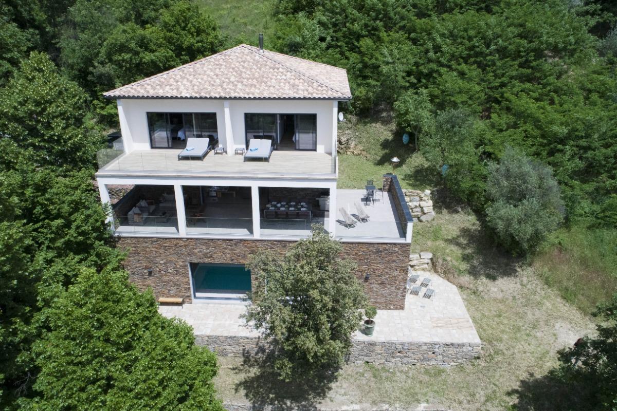 Un balcon sur les Cévennes, maison de 300m² avec piscine intérieure ...
