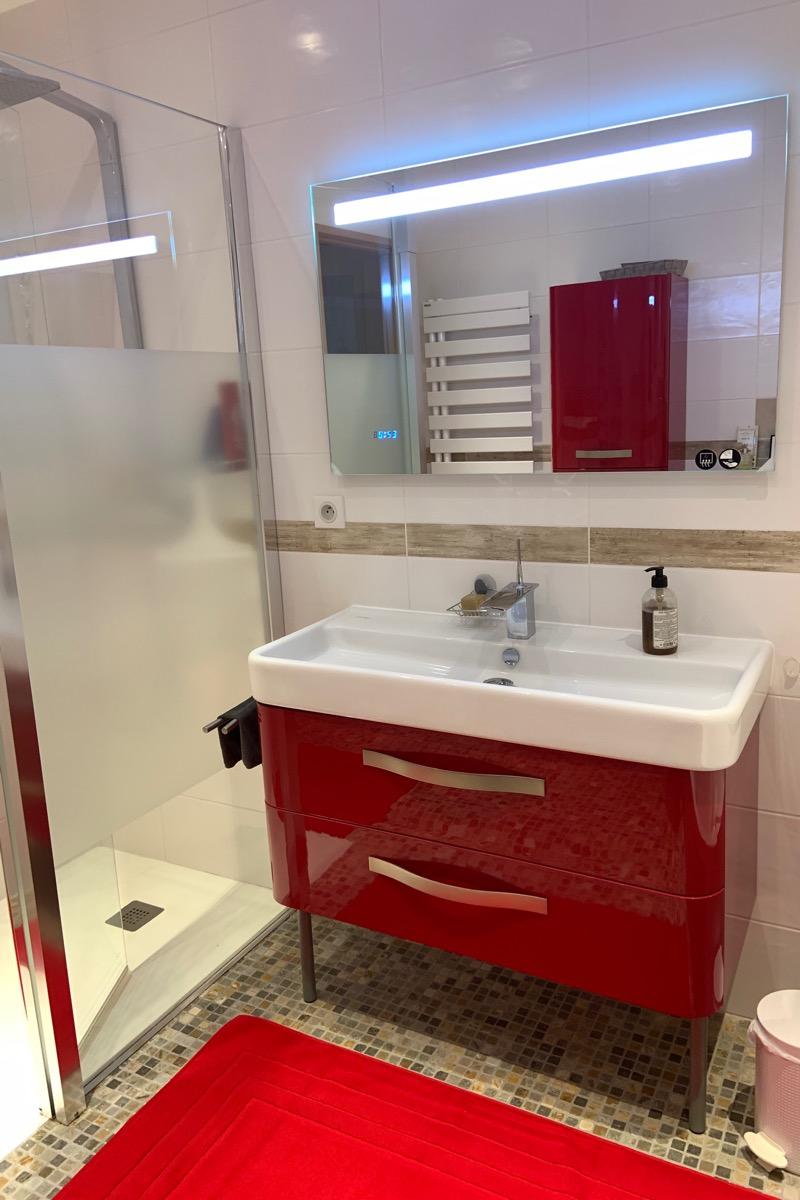 Salle de bain de la chambre rose - Chambre d'hôtes - Bezouce