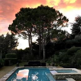 Coucher de soleil sur la piscine - Chambre d'hôtes - Rochefort-du-Gard