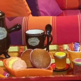 Villa des Violettes-Toulouse- pause gourmande dans le salon - Chambre d'hôtes - Toulouse
