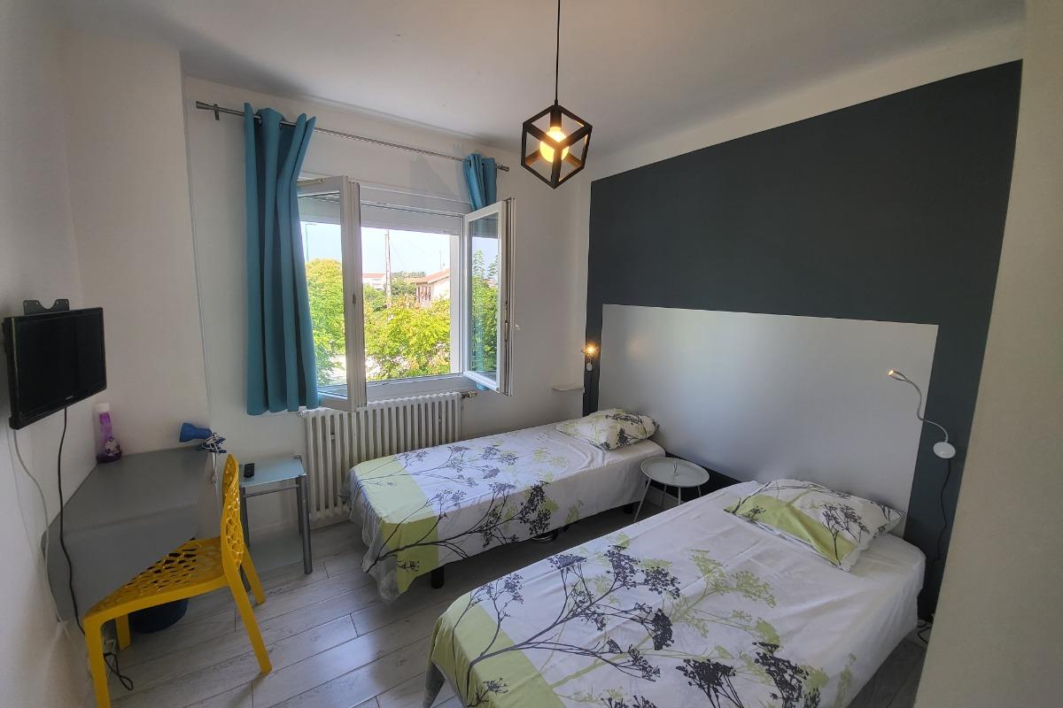 salle de 25 m2 et sa terrasse  - Location de vacances - Aussonne
