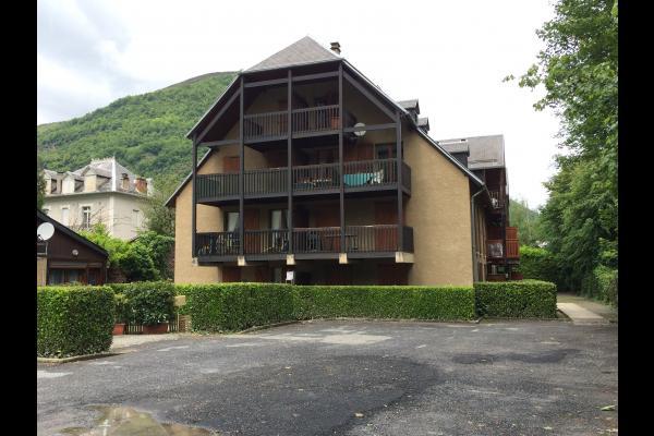 cour extérieure, appart rdc gauche - Location de vacances - Bagnères-de-Luchon