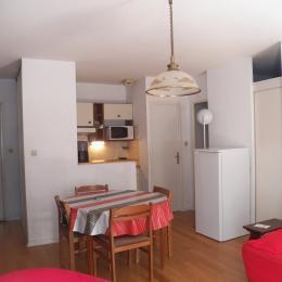 La kitchenette et le coin repas  - Location de vacances - Luchon