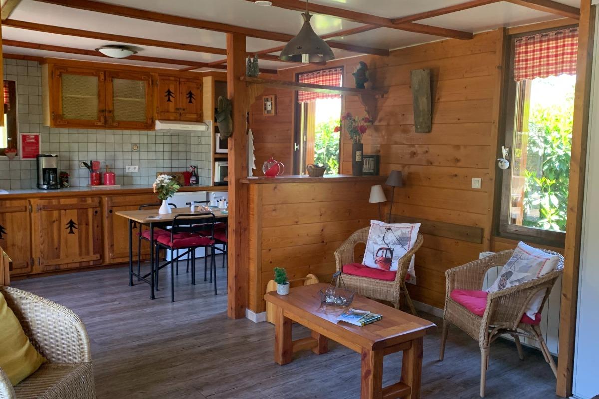 Vue ensemble salon et cuisine - Location de vacances - Luchon
