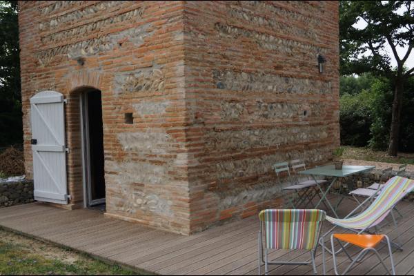Entrée et terrasse pigeonnier - Location de vacances - Noé
