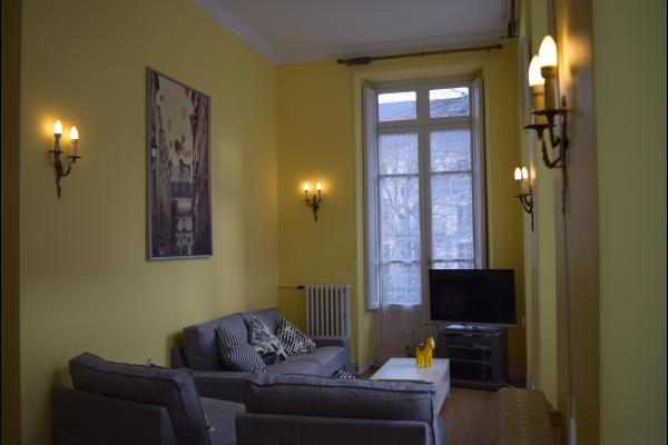 La pièce à vivre avec le salon (vue de la salle à manger) - Location de vacances - Luchon