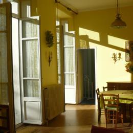La salle à manger (accès à la terrasse) - Location de vacances - Luchon