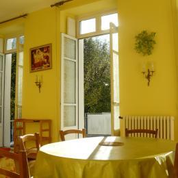 La salle à manger (6 places assises) - Location de vacances - Luchon