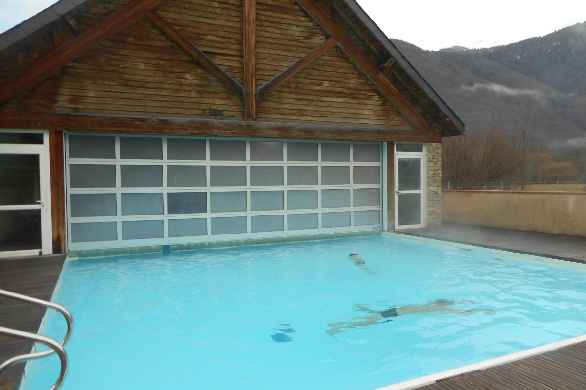 Piscine chauffée : en hiver on peut se baigner dehors - Location de vacances - Luchon