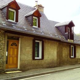 Façade gîte côté route - Location de vacances - Saint-Aventin